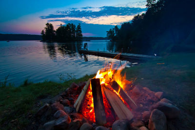 love-life-campfire-lake-night-photography-stars-vyer-Favim_com-427563